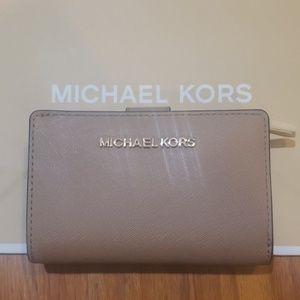 NWT MICHAEL KORS Jet Set Wallet